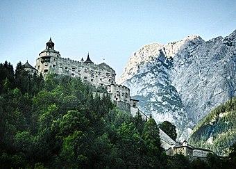 340px-Burg_Hohenwerfen_1